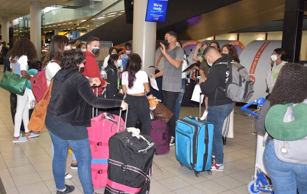 163 Arubaanse bursalen aangekomen in Nederland